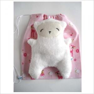 doudou mouton en polaire et pochette en tissus